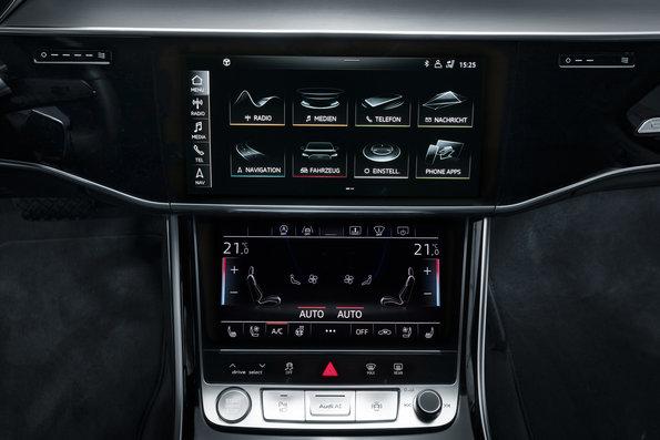 Cockpit with MMI Audi A8